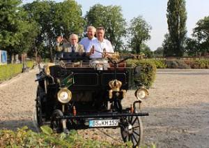 Hans Günter Winkler, Christoph Hess, Karl Milkau mit seiner Motorkutsche