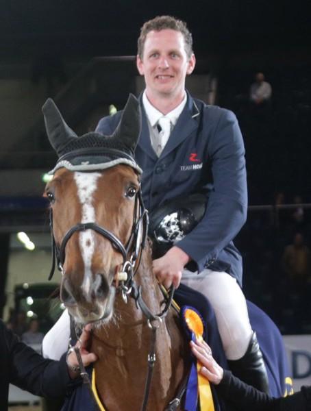 Pr07 - Int. Springen Fair Ground Preis - Siegerehrung Felix Hassmann mit Horse Gmy's Balance